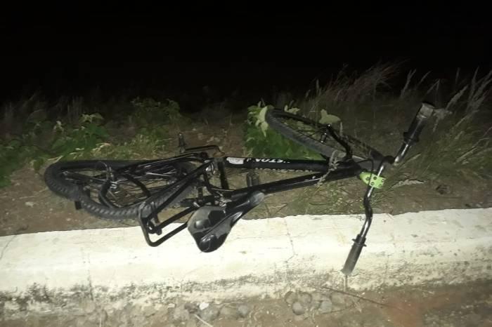 Ciclista é atropelado por carro e fica gravemente ferido no Cariri
