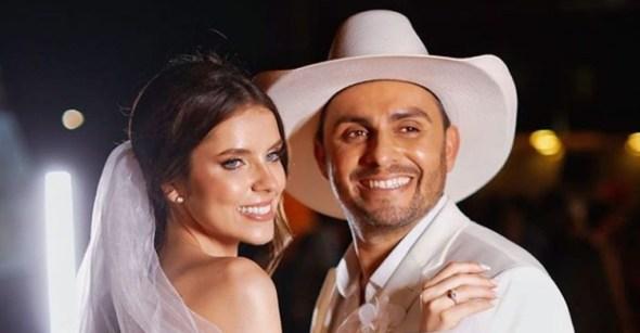 Mano Walter se casa com modelo Débora Silva em Alagoas