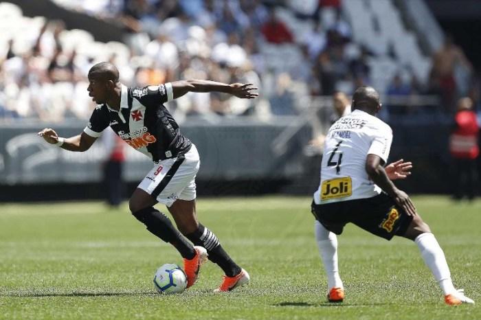 Em jogo com três gols anulados, Corinthians vence o Vasco