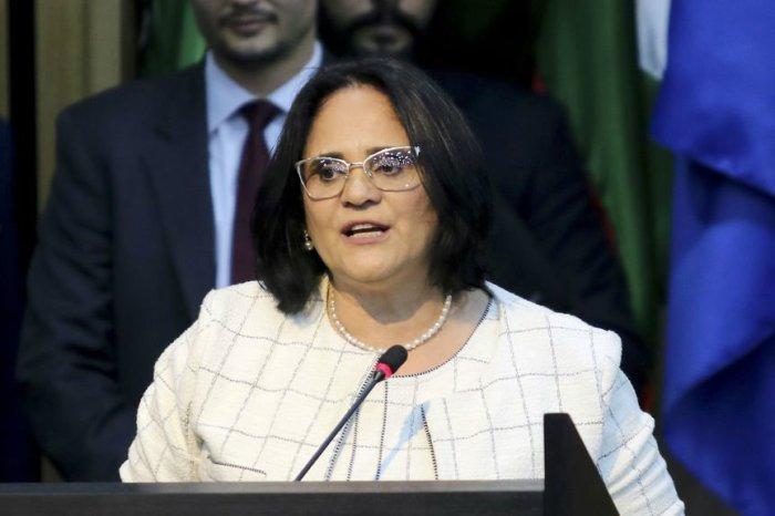 Ministra defende um ano de licença maternidade