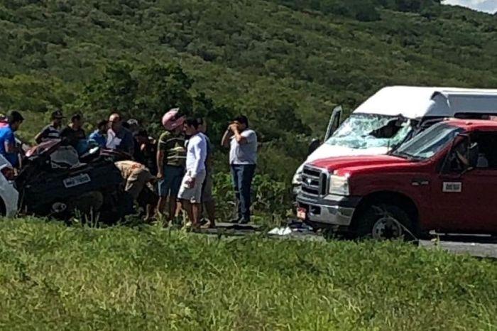Colisão entre van e carro de passeio deixa dois mortos na PB