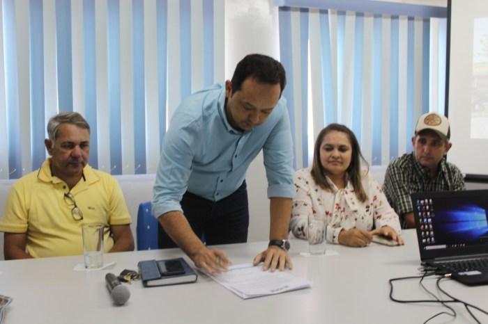 Prefeito Éden anuncia construção de novo prédio da Secretaria de Saúde