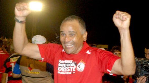 Campinense anuncia retorno do técnico Oliveira Canindé