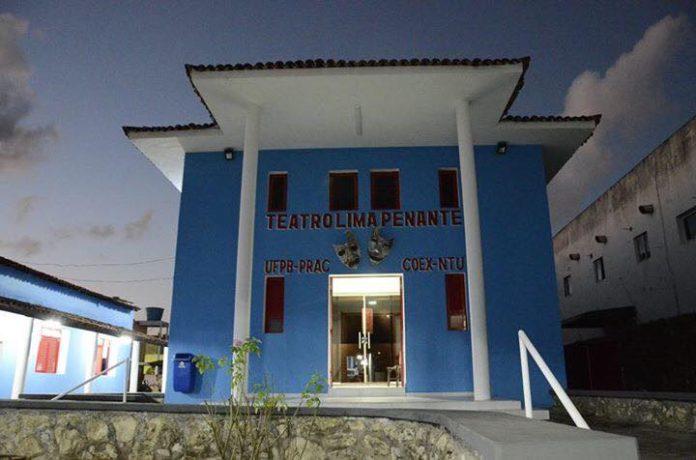 Teatro Lima Penante exibe espetáculos e conta com oficinas