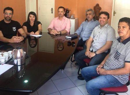 Prefeitos se reúnem com secretário do Estado para tratar sobre reforma da cadeia de Sumé