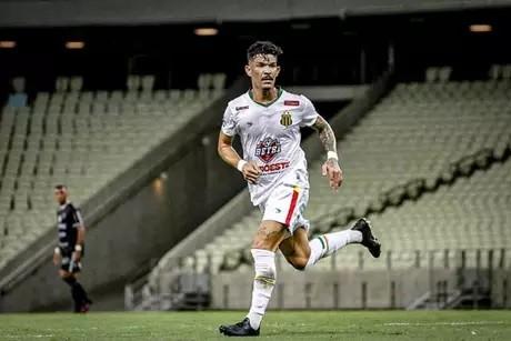 Botafogo-PB negocia com meia vice-campeão brasileiro
