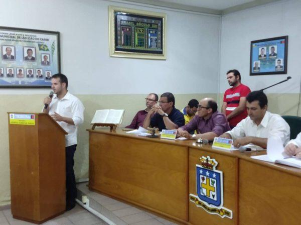 Câmara de São João do Cariri empossa Helder Trajano como prefeito