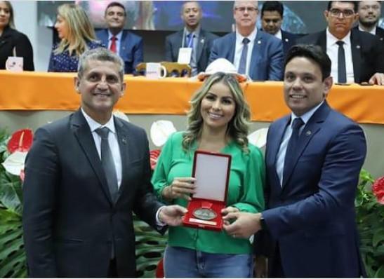 OAB-PB concede Medalha de Mérito Artístico Cultural a cantora Walkyria Santos