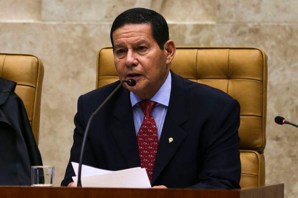 Mourão contraria Bolsonaro e diz que governo comprará vacina chinesa