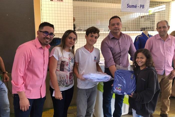 Prefeito Éden Duarte entrega kimonos e tatames para alunos do judô do município