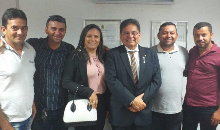 Adriano Galdino se reúne com lideranças de Amparo e recebe pleitos para o município