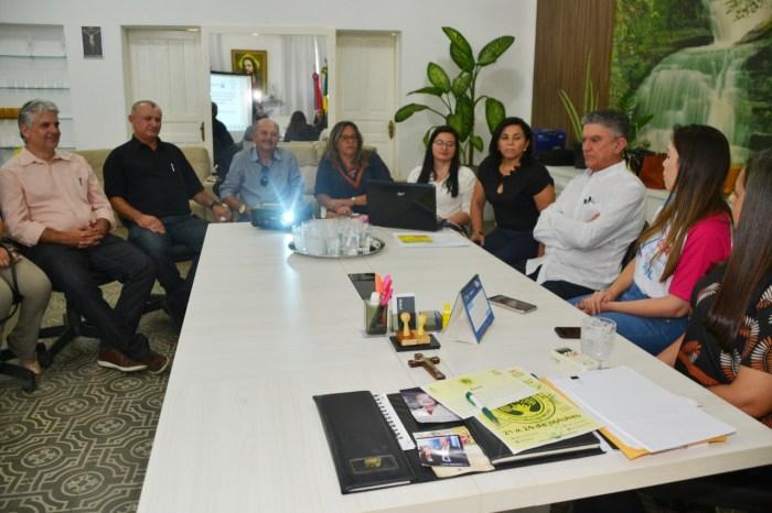 Coordenador geral do Programa Educar pra Valer realiza visita a Monteiro