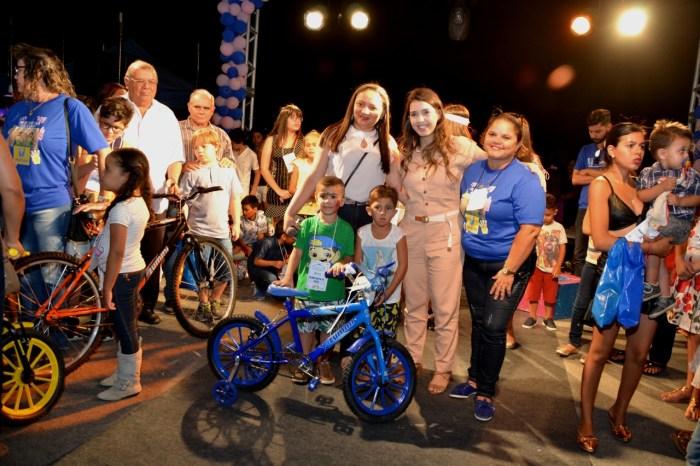 Super-heróis invadem Monteiro e fazem a alegria na festa do Dia das Crianças