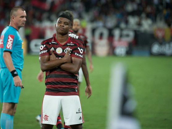Flamengo vence o Botafogo no sufoco com um gol no final da partida