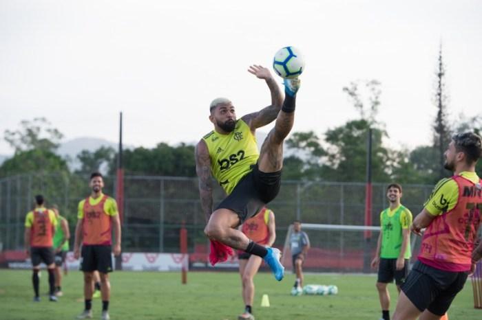 Embalado, Flamengo espera ficar próximo do título contra o Bahia