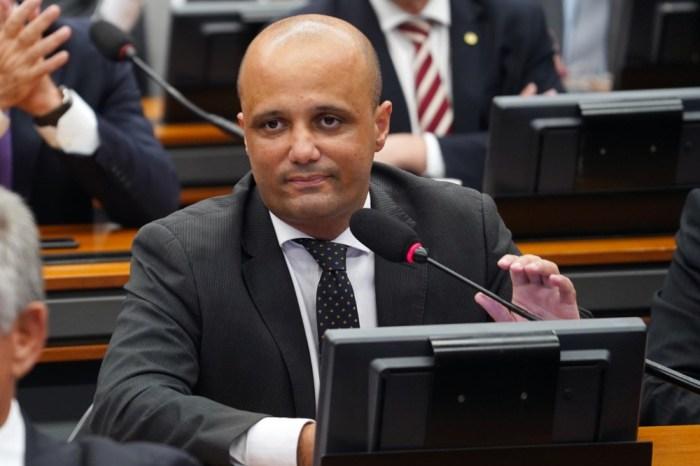 Líder do governo diz que vai votar a favor da prisão após 2ª instância