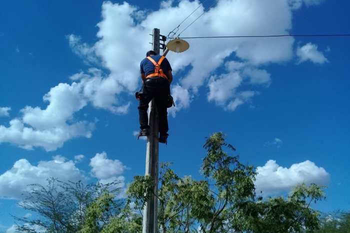 """Programa """"Mais Luz no Campo"""" chega a mais 3 comunidades na zona rural de Monteiro"""