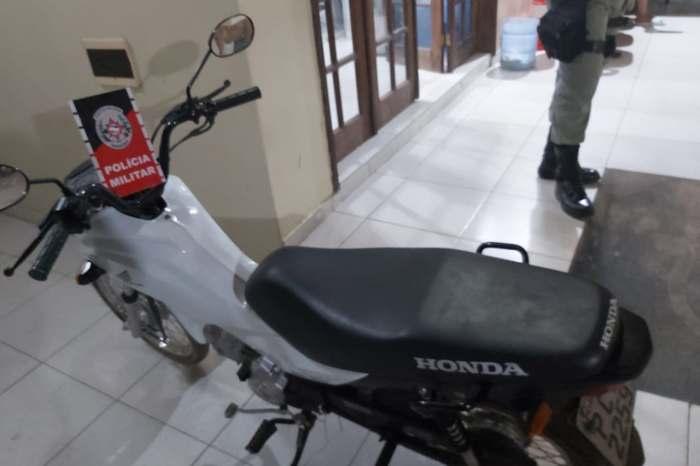 Polícia recupera moto que havia sido furtada em frente de residência em Monteiro