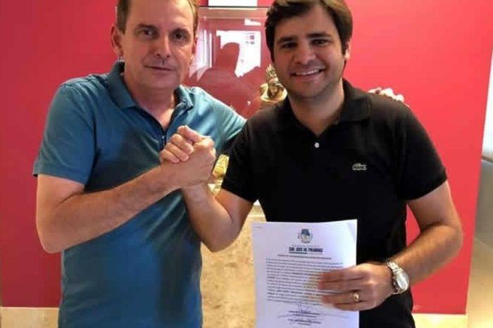 INUSITADO: Vice-prefeito assume interinamente e nomeia vice para si mesmo