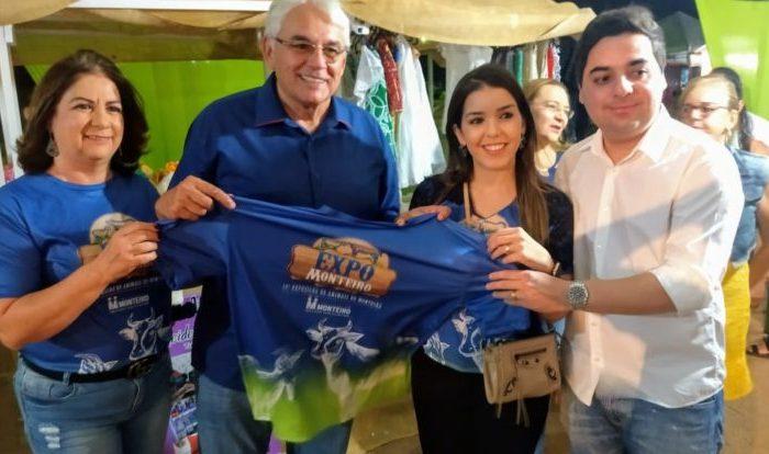 Ao lado de Anna Lorena, Secretário de Agricultura da Paraíba participa da abertura da Expo Monteiro