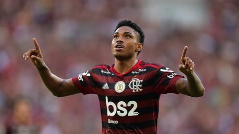 Fla goleia o Corinthians e mantém vantagem na liderança