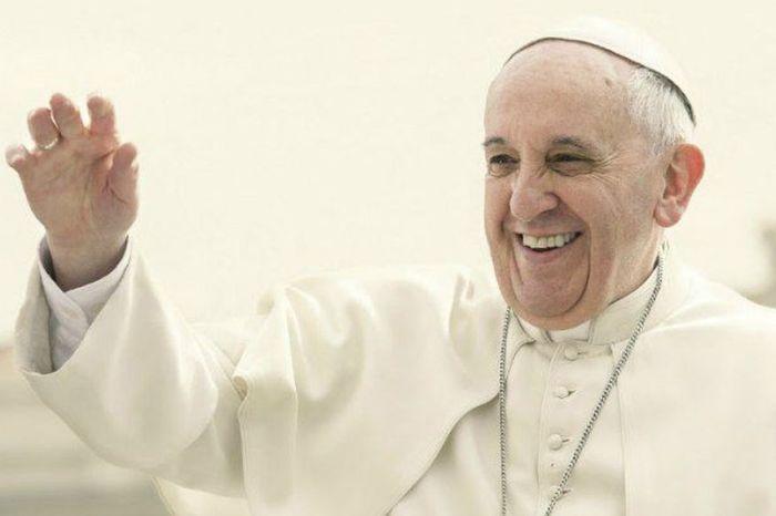 Papa Francisco almoça com moradores de ruas