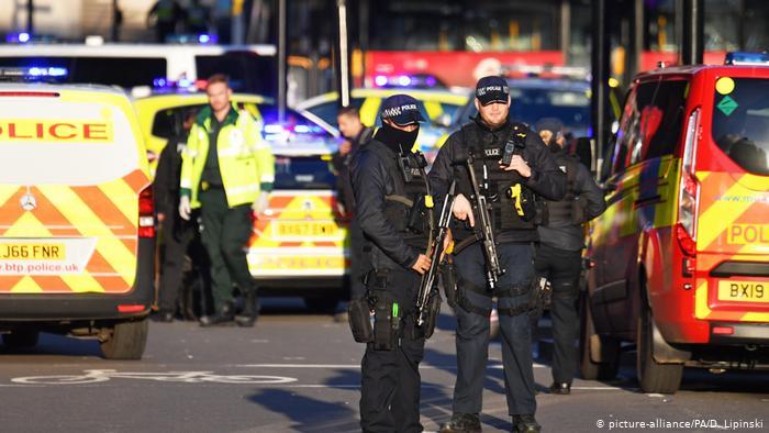 Ataque terrorista em Londres deixa ao menos dois mortos