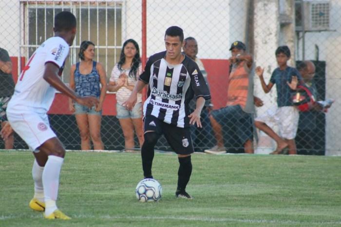 Treze decide rescindir contrato do atacante Ceará