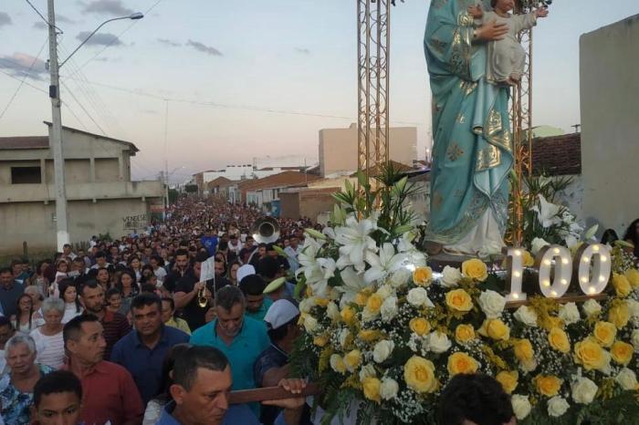 Padroeira de Livramento leva multidão às ruas no encerramento de sua festa