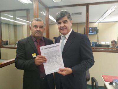 Deputado Welington Roberto recebe prefeito do Cariri que solicita recursos para saneamento