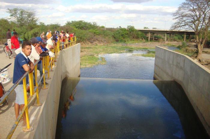 Adolescente tenta suicídio no desemboque das águas da Transposição em Monteiro