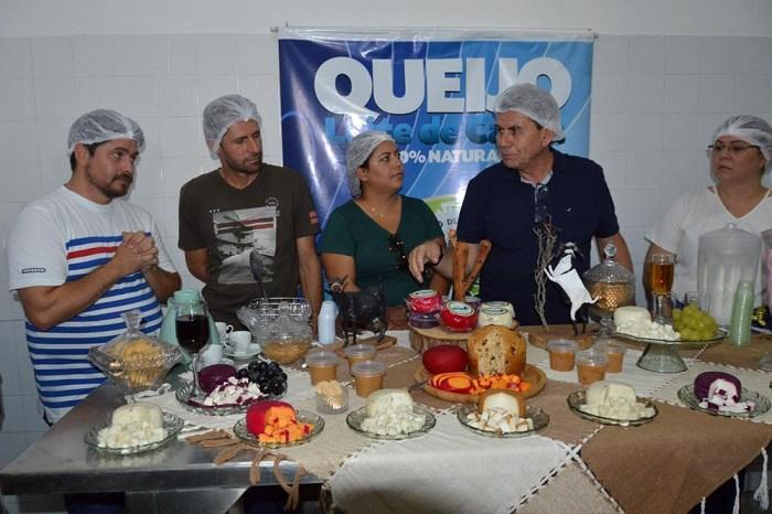 Participantes de oficina do PAA Leite visitam produtora e usina em Cabaceiras
