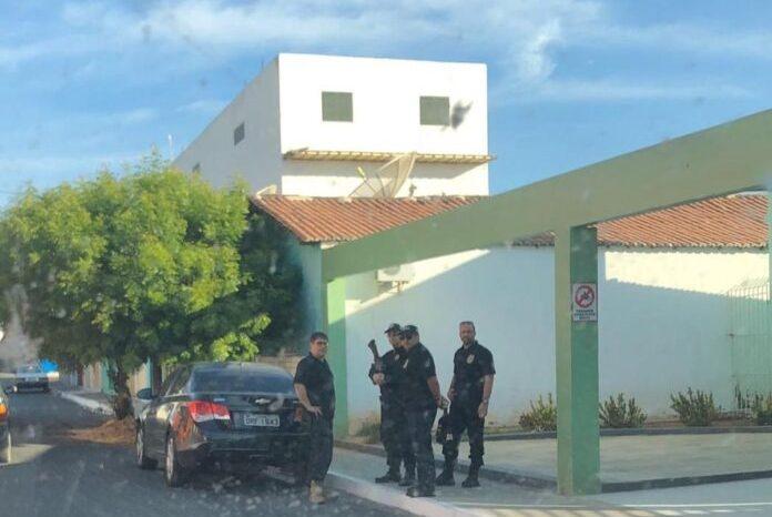 PF prende prefeito da PB e STF afasta deputado do mandato