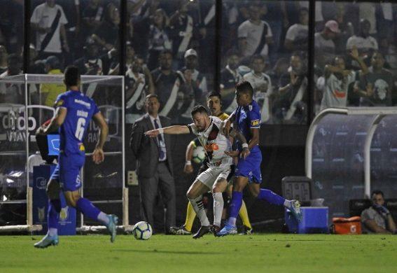 Vasco ganha e afunda o Cruzeiro na batalha contra rebaixamento