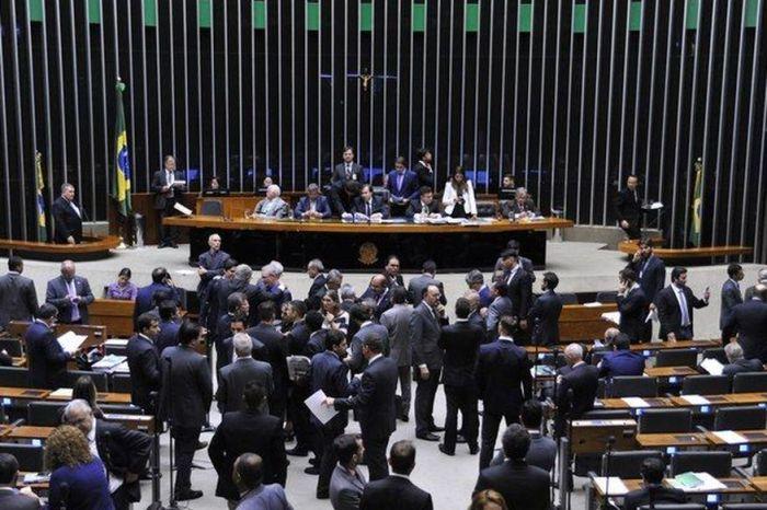 Câmara aprova pacote anticrime; projeto de lei segue para o Senado