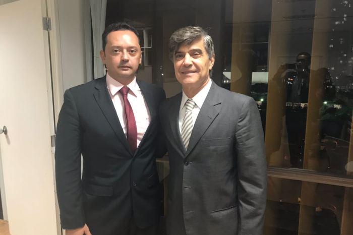 Prefeito Éden Duarte consegue com Wellington Roberto mais um ônibus escolar para Sumé