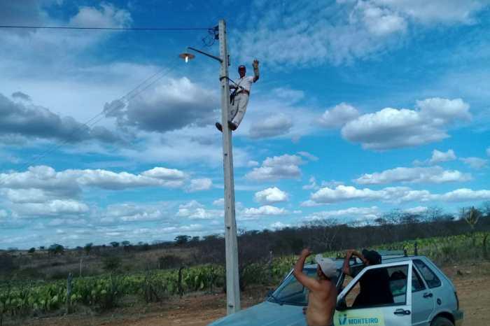 """Programa """"Mais Luz no Campo"""" beneficia mais 26 famílias na zona rural de Monteiro"""