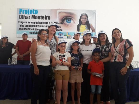 Vereadores de Monteiro prestigiam entrega de 100 óculos a estudantes da rede municipal
