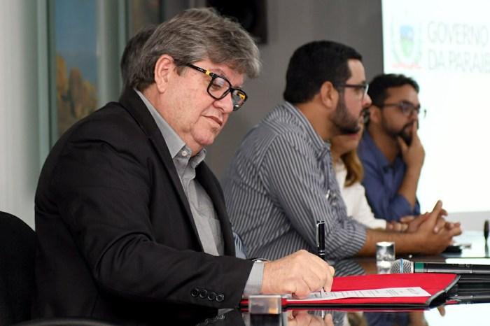 João Azevedo reafirma que construirá estrada que ligará São José dos Cordeiros a Livramento