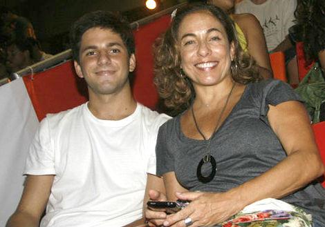 Cissa Guimarães se emociona ao lembrar do filho falecido