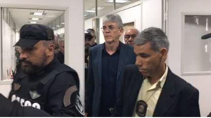 Ricardo Coutinho deixa presídio após STJ determinar soltura