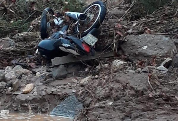 Homem morre após cair em cratera na formada na PB 202 após as chuvas, no Cariri
