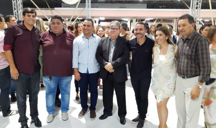 Rendeiras do Cariri: Prefeitos prestigiam desfile 'Somos Todos Paraíba' ao lado de João Azevêdo