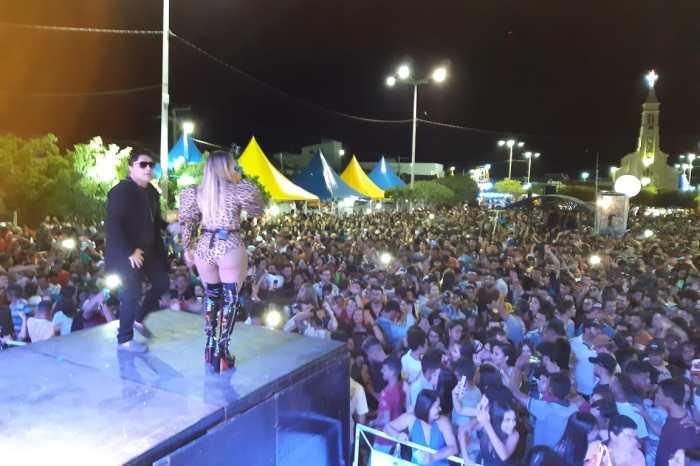 Sucesso de público: Cavaleiros do Forró e Chicabana animam 108ª Festa de São Sebastião