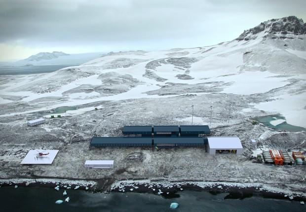 Equipe brasileira chega à Antártica para reinauguração da base