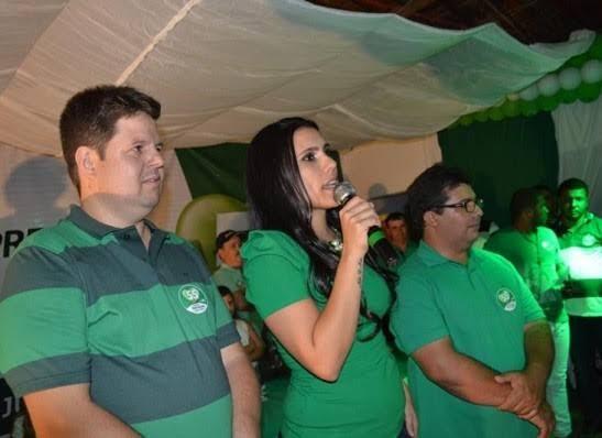 Prefeita de Ouro Velho, Natália Lira, e seu grupo político anunciam apoio à João Azevêdo