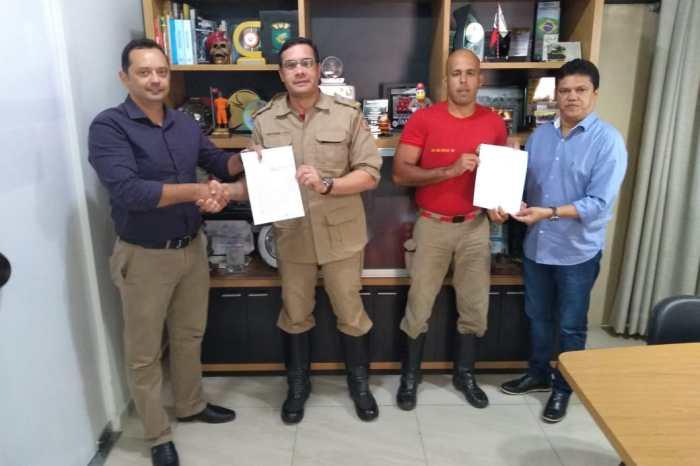 Comandante geral assina termo de uso de imóvel juntamente com o prefeito de Sumé