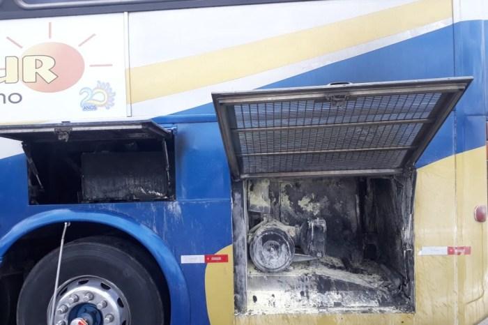 Ônibus com time do Atlético de Cajazeiras pega fogo
