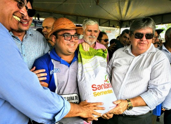 João Azevêdo lança Programa de Distribuição de Sementes
