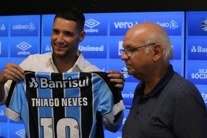 Thiago Neves e Diego Souza são apresentados no Grêmio